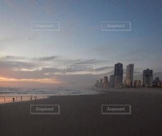 夕暮れ時の都市の景色の写真・画像素材[1390177]