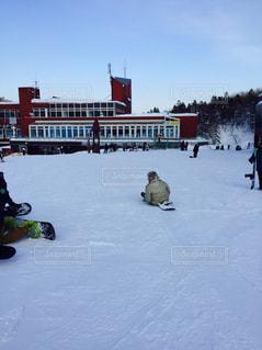 冬,雪,屋外,白,雪山,スノボー,札幌,ソリ,寒さ,レジャー・趣味,寂しい背中