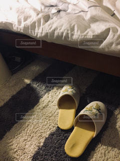 夜,部屋,室内,ライト,闇,おやすみ,就寝,寝室,スリッパ,ベッド,縞模様