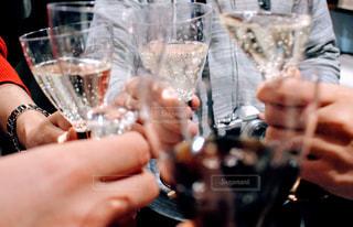 5人以上,飲み物,屋内,手,ガラス,人物,イベント,グラス,乾杯,ドリンク,シャンパン,パーティー,手元,飲む
