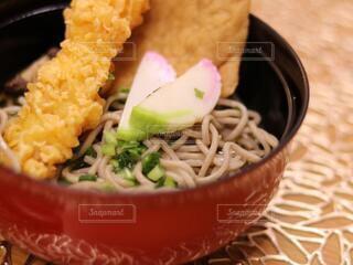 皿の上に食べ物のボウルの写真・画像素材[4018004]