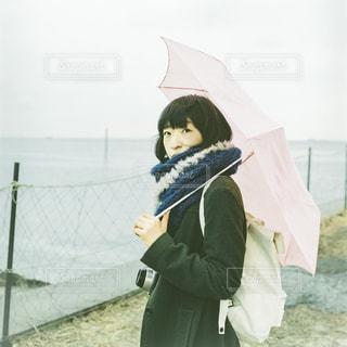 女性,海,夏,雨,傘,屋外,フィルム,梅雨,フィルムカメラ,フォトジェニック
