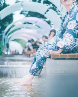 スイミングプールにいる人の写真・画像素材[2308915]