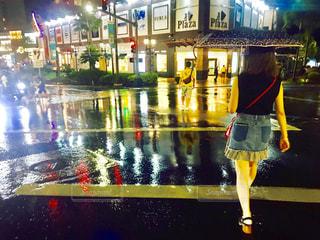 雨の中の写真・画像素材[1220909]