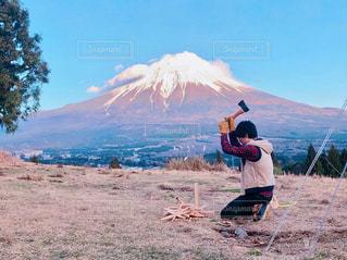 富士山と薪割りの写真・画像素材[2407607]