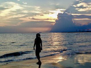 夕日を見ながら散歩の写真・画像素材[1271015]