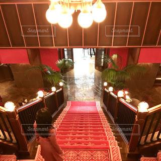 赤い階段の写真・画像素材[2150902]