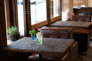 レトロなカフェでレトロなクリームソーダの写真・画像素材[2298318]