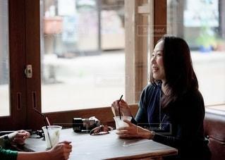 カフェで休憩の写真・画像素材[2301551]