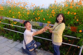 自然,風景,空,笑顔 家族 花 マリーゴールド ポカラ ネパール 風景 スマイル プレゼント 黄色 オレンジ  外国 海外 朝 散歩,家族 カップル 夫婦
