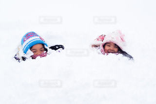 雪の上に乗って若い子対象斜面の写真・画像素材[1170716]