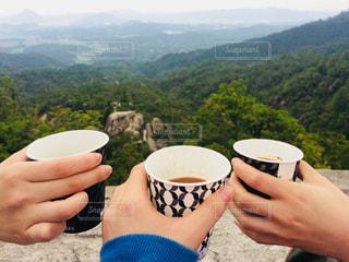 山頂で乾杯の写真・画像素材[1159574]