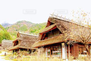 茅葺きのある風景の写真・画像素材[1195623]