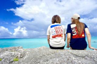 女性,2人,海,空,屋外,後ろ姿,沖縄,人物,背中,人