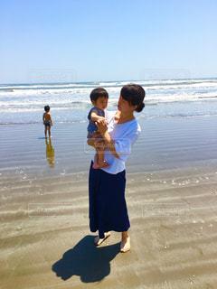 家族,自然,海,空,ビーチ,砂浜,海岸,母,男の子,兄弟,ママ,お母さん,家族の休日
