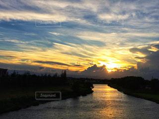 風景,空,夕日,雲,夕焼け,川,鮮やか,積乱雲