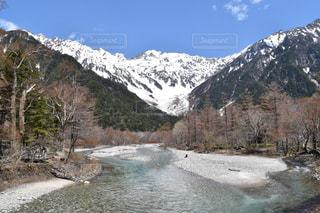 雪の覆われた山々 の景色の写真・画像素材[1194921]