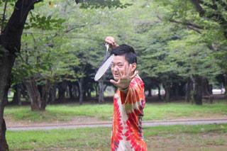 公園でフリスビーを投げ男の写真・画像素材[1166590]