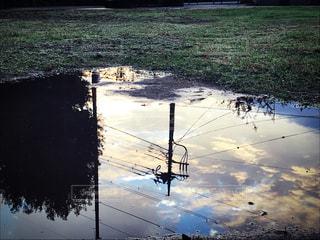 風景,空,公園,秋,夕日,屋外,雲,夕焼け,水たまり,シルエット,オレンジ,電柱,電線,水溜り,夕陽,秋空,フォトジェニック