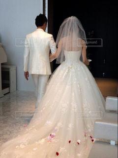 後ろ姿,結婚式,花嫁,ドレス,後姿,ウエディング,wedding,ホワイト,チャペル,感動,タキシード,ウェディング,退場