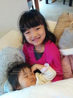 お部屋,部屋,室内,昼寝,子供,女の子,こども,のんびり,姉妹