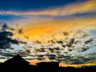 空,夕焼け,オレンジ,家,野外,秋空