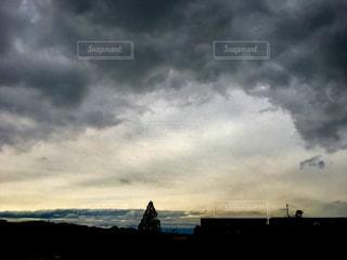 十五夜、雨がふったりやんだり💦の写真・画像素材[1487243]