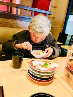 女性,食事,ランチ,人,お茶,お寿司,外食,人間,白髪,年寄り