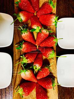 食べ物,いちご,テーブル,果物,皿,食品,甘い,新鮮,赤い,複数,酸っぱい