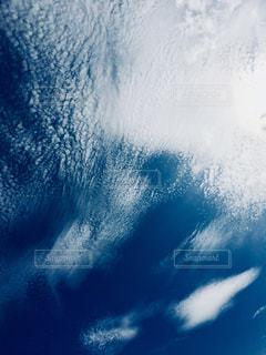 青空に白い雲は眩しいくらい。の写真・画像素材[1861678]