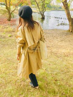 女性,公園,コート,茶色,池,ブラウン,人間,ベレー,ミルクティー色