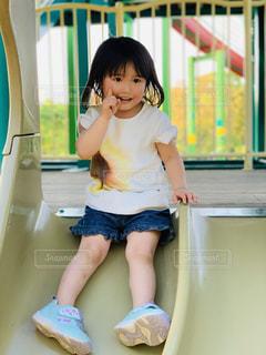 公園,ひまわり,子供,女の子,人,笑顔,滑り台,人間,Tシャツ,半袖