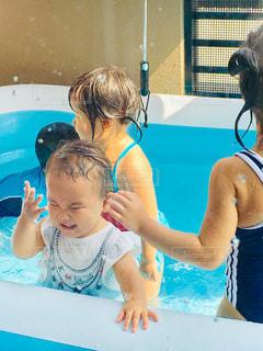 プール,水,ベランダ,子供,女の子,人物,人,しぶき