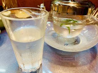 お寿司は冷酒👍の写真・画像素材[2124314]