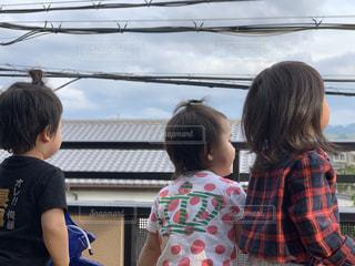かわいい,チェック,子供,女の子,電線,屋根,人,野外,男の子,ドット,人間,ファンシー