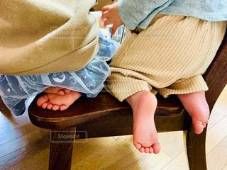 足,後ろ姿,室内,子供,椅子,人,お尻,姉妹,人間