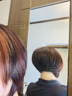 女性,髪,後ろ姿,室内,オレンジ,鏡,人,カット,ショート,人間,ボリューム,ヘヤー