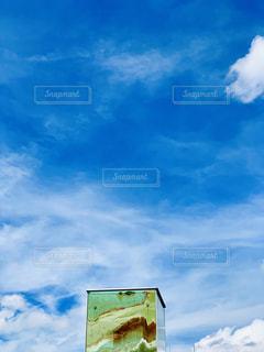 青空と砂のオブジェの写真・画像素材[2414786]