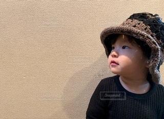 この帽子、似合うかな?の写真・画像素材[2678859]