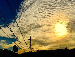 空,屋外,太陽,雲,夕暮れ,光,電線,隠す,消す
