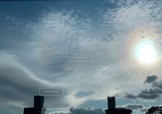 空,建物,屋外,太陽,雲,光,眩しい,明るい,くもり,日中,しなやか