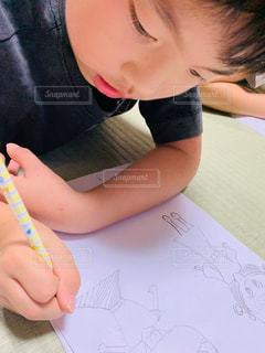 室内,寝転ぶ,ペン,人,畳,鉛筆,手書き,紙,おえかき,寝転んで,おうち時間