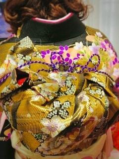 女性,屋内,後ろ姿,背中,着物,人,イベント,和服,お祝い,晴れ着,カラー,帯,成人式,和装,人間,行事,結ぶ,成人の日,エリ