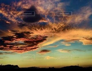 重たそうな雲が現れました。の写真・画像素材[4817492]