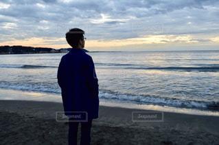 男性,20代,海,冬,夕日,夕方,人,黄昏,由比ヶ浜