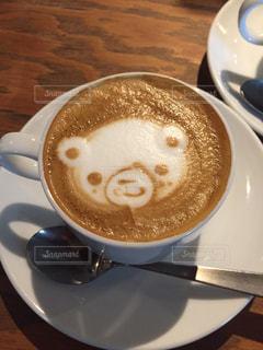 テーブルの上のコーヒー カップの写真・画像素材[1215082]