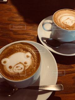 テーブルの上のコーヒー カップの写真・画像素材[1452426]