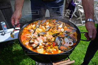 自然がいっぱいの山でバーベキュー!料理はパエリア!の写真・画像素材[1226827]