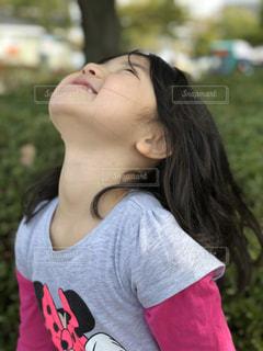 空と女の子の写真・画像素材[1174497]