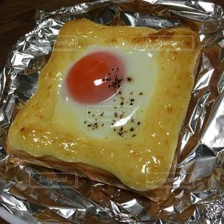 食事,朝食,食パン,半熟卵,目玉焼きトースト